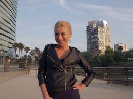 La belle salope Katrin est hyper à l'aise dans sa lingerie coquine ! | IllicoPorno