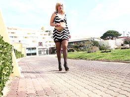 Cap d'Agde : Olivia s'expérimente à la double pénétration ! | IllicoPorno