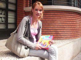 La jeune salope Anna est de retour ! | IllicoPorno