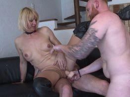 Anaïs la salope blonde se fait doublement défoncer ! | IllicoPorno