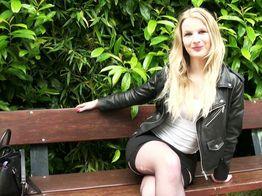 Blonde belle salope blonde à blacks à 19ans ! | IllicoPorno
