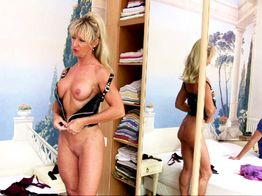 La salope blonde Marina se fait enculer ! | IllicoPorno