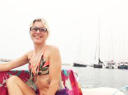 Sexe à la plage : Cristal se fait sodomiser sur le bâteau !   IllicoPorno