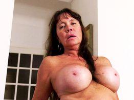 Blandine et ses gros seins s'offrent à vous ! | IllicoPorno