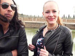 Sodomie : Swanie, salope blonde baisée en gang bang ! | IllicoPorno