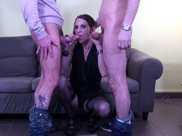 Un trio HHF dans les positions sexuelles les plus hard | IllicoPorno
