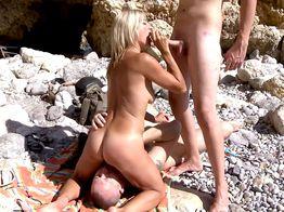Séance de sexe à la plage avec Tamara ! | IllicoPorno