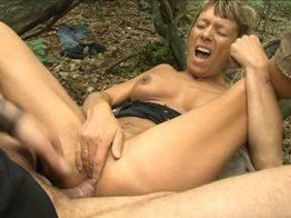 Shanael, mature enculée en forêt ! | IllicoPorno