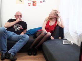 Swanie s'offre de l'anal avec un quinqua ! | IllicoPorno