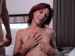 Morgane, 36ans, une salope qui suce plutôt bien pour sa première expérience ! | IllicoPorno
