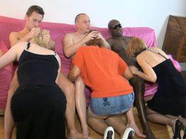 Orgie : trois salopes en feu ! | IllicoPorno