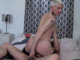 Sodomie : la cougar salope Mia a le feu au cul ! | IllicoPorno