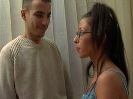 Une bonne baise avec Bouchra et Bryan, un jeune lascar | IllicoPorno