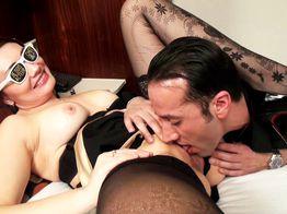 Sodomie devant son mari à Bruxelles, Katerina adore ça ! | IllicoPorno