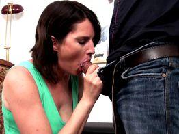 Eva, 38ans, veut prendre du bon temps | IllicoPorno