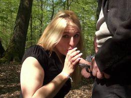 Sarah, belle salope blonde s'offre du sexe hard !   IllicoPorno