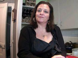 Véronique se la joue mature cochonne !  | IllicoPorno