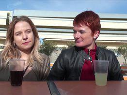 Émeline et Mélanie en trio pervers à Deauville | IllicoPorno