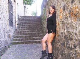 Nora, une petite salope s'exhibe dans les rues de Paris ! | IllicoPorno